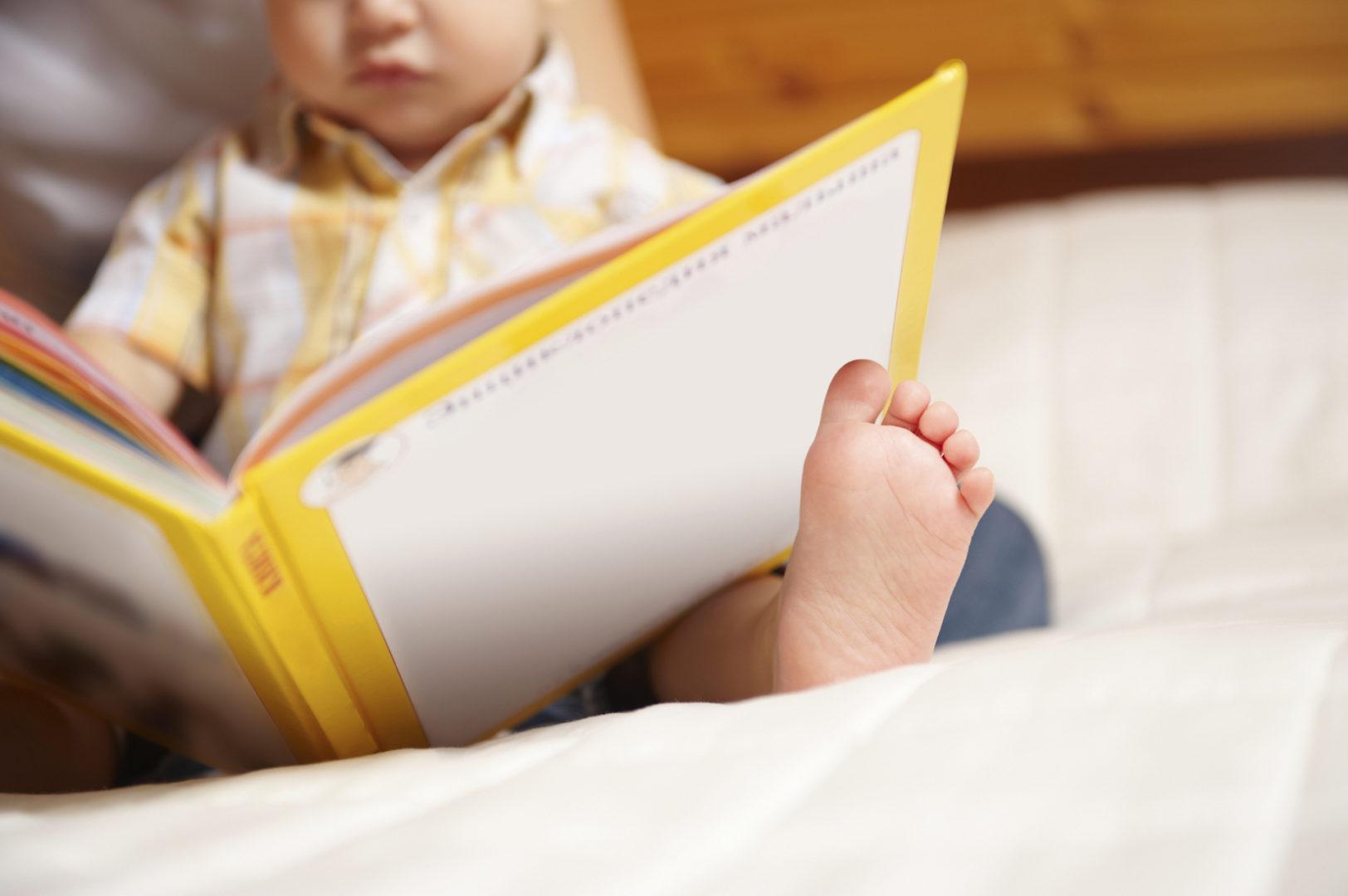 Primi Passi Verso la Lettura: i Benefici di un Buon Libro Già da Neonati